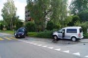Zwei Personen wurden beim Unfall leicht verletzt, der Sachschaden beläuft sich auf rund 30 000 Franken. (Bild: PD/Zuger Polizei)