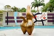 Die Skulptur «Wolkenhirt» von Hans Arp verwandelt den Universitätscampus der venezolanischen Hauptstadt Caracas in eine Traumwelt. (Bild: Vincent Ko)