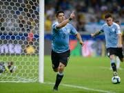 Luis Suarez trifft lässt seiner Freude freien Lauf. (Bild: KEYSTONE/AP/EUGENIO SAVIO)