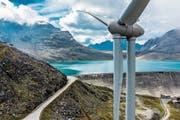37 Windenergieanlagen sind in der Schweiz derzeit in Betrieb. Im Bild ein Windrad beim Griessee im Wallis. (Bild: Oliver Maire/Keystone)