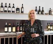 Weinakademikerin Sandra Diebold in ihrer Vinothek vinofeel. (Bild: Yvonne Aldrovandi-Schläpfer)