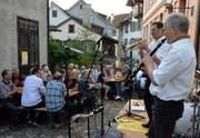Die Funky Butt Jazzband sorgt in historischer Kulisse für gute Stimmung im Publikum. (Bild: Christoph Heer)