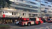 Sowohl Polizei als auch die Luzerner Feuerwehr waren am Einsatzort. (Bild: Elena Oberholzer, Luzern, 17. Juni 2019)