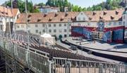 Die Festspielbühne steht schon einige Zeit auf der Klosterwiese. Die Oper «Il trovatore» feiert am Freitag, 28. Juni Premiere. (Bild: Urs Bucher - 5. Juni 2019)