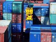 Die Experten der Credit Suisse rechnen mit einer Abschwächung des Exportwachstums im weiteren Jahresverlauf. (Bild: KEYSTONE/AP CHINATOPIX)