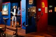 Museumsdirektor Marco Sigg (links) und Kurator Christoph Tschanz inmitten der neuen Sonderausstellung im Museum Burg Zug. (Bild: Stefan Kaiser (Zug, 17. Juni 2019))