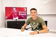 Ruben Vargas hat in Augsburg einen Fünfjahresvertrag unterschrieben. (Bild: fcaugsburg.de)