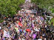 Der Ständerat hat sich vom Frauenstreik beeindrucken lassen: Gegen den Willen seiner Kommission sagte er Ja zu Geschlechterrichtwerten für Verwaltungsräte und Geschäftsleitungen. (Bild: KEYSTONE/WALTER BIERI)