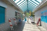 Das Schwimmbad Wattwil ist in die Jahre gekommen. Am 30. Juni entscheiden die Stimmberechtigten über die Sanierung. (Bild: Archiv)