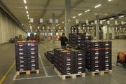 Gegen 16 Uhr treffen die ersten regionalen Frischprodukte in Schwarzenbach ein. (Bilder: Daniela Huijser)