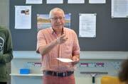 Oberstufenlehrer René Messmer beim gestrigen Unterricht in seinem Klassenzimmer. (Bild: Mario Testa)