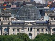 Die Grünen haben in Deutschland laut einer regelmässigen Wählerumfrage deutlich zugelegt. (Archivbild Deutscher Bundestag). (Bild: KEYSTONE/AP/MICHAEL SOHN)