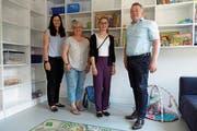 Vorstandsmitglied Andrea Abderhalden, Regula Giger (Präsidentin Verein Kita Obertoggenburg), Betreuerin Chantal Roth und Kilian Looser (Gemeindepräsident Nesslau) (von links). (Bild: Christiana Sutter)