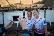 Strahlen über Bronze im Leichtgewichtsdoppelzweier: die Baarerin Patricia Merz (links) und Frédérique Rol. (Bild: Roger Grütter (Luzern, 2. Juni 2019))
