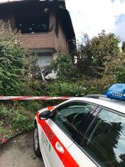 Völlig ausgebrannt: das Dachgeschoss des Einfamilienhauses an der Wildbergstrasse. Ob sich der Vollbrand von hier aus entwickelt hat, ist Gegenstand der polizeilichen Ermittlungen. (Bild: Andrea Häusler)