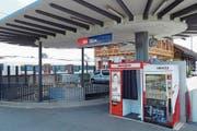 Ohne Take-away: Bahnhof Sins mit verschiedenen Automaten. (Bild: Eddy Schambron)