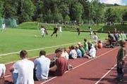 Rund 1000 Zuschauer verfolgten das Spiel auf dem Sportplatz Buchen in Speicher. (Bild: CAL)
