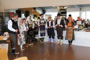 Der serbische Tanzverein präsentierte am Tag der offenen Tür einen Teil ihrer über 100-jährigen Trachten. (Bilder: Tanzverein Vuk Stefanovic Karadzic)