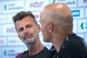 Sportchef Alain Sutter und Trainer Peter Zeidler tauschen Blicke. (Bild: Michel Canonica)