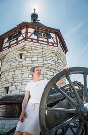 Karola Lüthi vor dem Munot: «Gleichberechtigung ist kein Luxusproblem.» (Bild: Andrea Stalder)