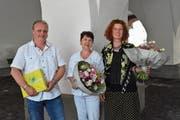 Die neue Kirchenrätin, Regula Ammann-Höhener, flankiert von Rolf Fischer (GPK) und Irina Bossart (Projektkommission). (Bild: Alessia Pagani)