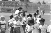 Auch Spieler des FC Luzern haben sich in Nottwil schon gezeigt. Hier Martin Rueda im Jahr 1992 mit Junioren des FC Nottwil. (Bild: Archiv FC Nottwil)