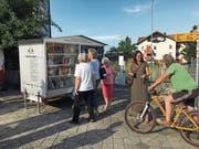 Der Bücherwagen ermöglicht einen einfachen Zugang zu aktuellen und lesenswerten Büchern. (Bild: PD)