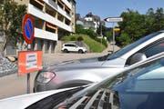 30 öffentliche Parkplätze sind in den Sommerwochen tagsüber neu für die Besucher des Freibades Sonnenberg reserviert. (Bild: Mea McGhee)