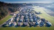 Einfamilienhaussiedlung im Sonnental bei Oberbüren. Einfamilienhäuser sind begehrt, doch stehen tiefen Finanzierungskosten immer höhere Preise gegenüber. (Bild: Benjamin Manser)