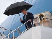 Bereit für den G20-Gipfel: US-Präsident Donald Trump steigt in Osaka die Treppe von Air Force One hinunter. (Bild: KEYSTONE/AP/SUSAN WALSH)