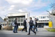 Die Kanti Alpenquai ist eines von sechs Gymnasien in Luzern, welche ein Untergymnasium führen. (Bild: Pius Amrein, 13. März 2009)