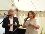 Chefarzt Daniel Zutter und Geschäftsführerin Michèle Bongetta wenden sich an die Festgemeinde. (Bilder: Erwin Schönenberger)