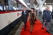 Mit der damaligen Bundesrätin Doris Leuthard an der Eröffnungsfeier zum Ausbau der Zentralbahn im Bahnhof Luzern am 3. November 2012 (Bild: Philipp Schmidli)