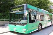 Der beschädigte Linienbus der VBSG in der Haltestelle Stahl.