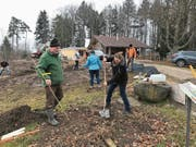 Soziales Engagement: Der Rotary Club Neckertal gestaltete die Grillplätze des Baumwipfelpfades. (Bild: PD)