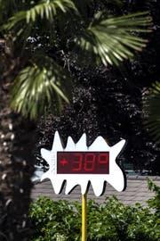 So hoch wie am Lido di Lugano steigen die Temperaturen in der Ostschweiz zwar noch nicht, aber die Hitze brütet auch hier. (KEYSTONE/Ti-Press/Francesca Agosta)