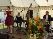 Das Maurice Imhof Jubilee Jazz Trio mit Sängerin Romanie Marty sorgt für Unterhaltung.