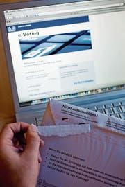 Der Bundesrat tritt beim E-Voting auf die Bremse. (Bild: Keystone)