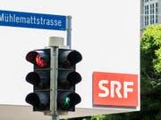 Eine Audiostrategie ersetzt bei SRF das Projekt für einen Teilumzug der Radiostudios von Bern nach Zürich. (Bild: KEYSTONE/PETER SCHNEIDER)