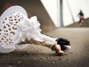 2018 gab es in der Schweiz 4 Prozent mehr Scheidungen als im Jahr davor. Wenn das so weiter geht, dann werden schliesslich zwei von fünf Ehen scheitern, hat das Bundesamt für Statistik (BFS) errechnet. (Bild: Keystone/DPA dpa/A3276/_MARTIN GERTEN)