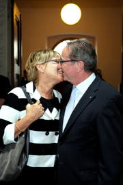 Mit seiner Frau Esther bei der Wahl in den Regierungsrat am 15. Mai 2011 in Luzern. (Bild: Pius Amrein)