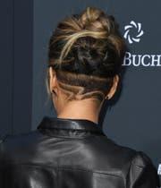 Passt zum Cocktailkleid: die Undercutfrisur von Schauspielerin Halle Berry. (Bild: Getty)