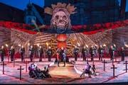 Am Freitag feiert die diesjährige Festspiel-Oper «Il trovatore» von Giuseppe Verdi auf dem Klosterplatz Premiere (das Bild stammt von der Hauptprobe). In den vergangenen Wochen wurde heftig darüber diskutiert, ob so ein Grossanlass im historischen Herzen der Stadt St.Gallen sinnvoll ist. (Bild: Urs Bucher - 26. Juni 2019)