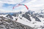 Christian «Chrigel» Maurer, der Sieger von Red Bull X-Alps 2019, beim Start auf dem Titlis. (Bild: Harald Tauderer/PD, Engelberg 21. Juni 2019)
