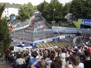 Das Formel E-Rennen in Bern begeisterte die Zuschauer, derweil war auch die Kritik am Anlass nicht zu überhören. (Bild: KEYSTONE/PETER KLAUNZER)