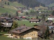 Im Nobelort Gstaad im Berner Oberland leben mehrere Pauschalbesteuerte und Prominente. (Bild: KEYSTONE/AP/LAURENT CIPRIANI)