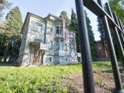 Die Berichterstattung über die Besetzung dieses Hauses in Luzern kommt eine Journalistin teuer zu stehen. (Bild: KEYSTONE/URS FLUEELER)