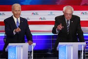 Joe Biden (links) im Duell gegen Bernie Sanders. (Bild: Wilfredeo Lee/AP, Miami, 27. Juni 2019)