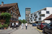 Vom historischen Haus Allmendstrasse 5 bis zum Kreisel vor dem Uptown wird die Begegnungszone in einem ersten Schritt eingeführt. Der Stadtrat beabsichtigt, sie dereinst bis an die Chamerstrasse auszuweiten. (Bild: Patrick Hürlimann, Zug, 28. Juni 2019)