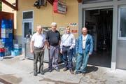 Käser Arnold Bänteli mit seinen Heumilchlieferanten Peter Furger, Franz Frey und Roman Regenscheit. (Bild: PD)